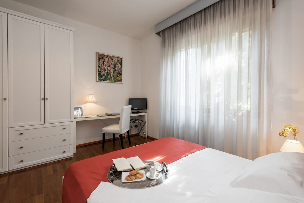 camera matrimoniale con TV - double room with TV