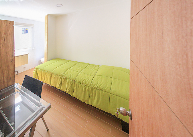 Modern room with private bathroom in Providencia