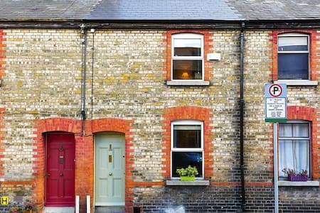Two bedroom town house beside Harolds Cross Bridge - Dublin - Talo