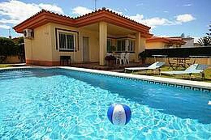 Chalet en la playa con piscina - Riumar