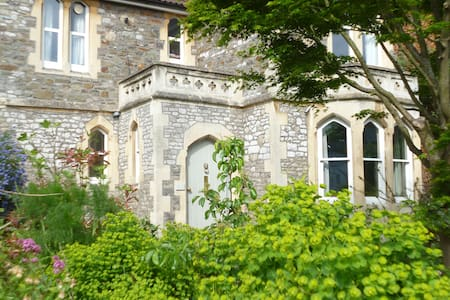 Lovely big quiet old house in the heart of Redland - Bristol