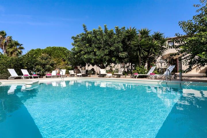 Villa U Marchisi BnB pool & garden 2