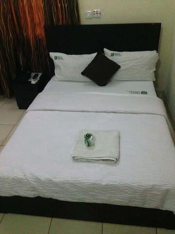 Ekulu Green Guest House-Single Room