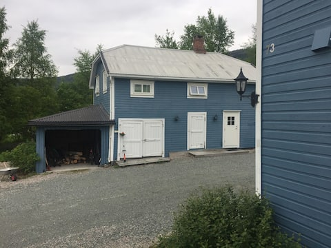 Charming, renovated house adjacent to Lomnes lake