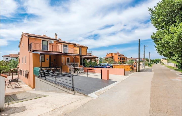 Stunning home in Bonaci with WiFi and 3 Bedrooms