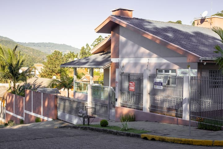 Casa ampla, aconchegante próxima de Gramado /RS