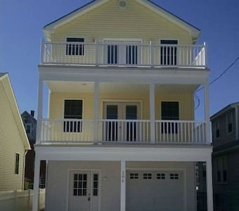 Brand New 4BR and 3BA Home - ワイルドウッド