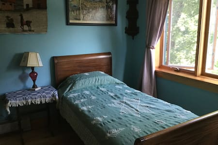 Tidal Cove home, 'Hannah's Room' - Stonington