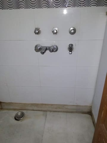 Common bathroom and washroom