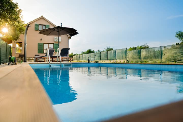 Villa G&P (ST) - Two-Bedroom Villa with Private Pool