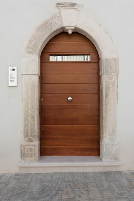 Porta ingresso Via San Martino, 4