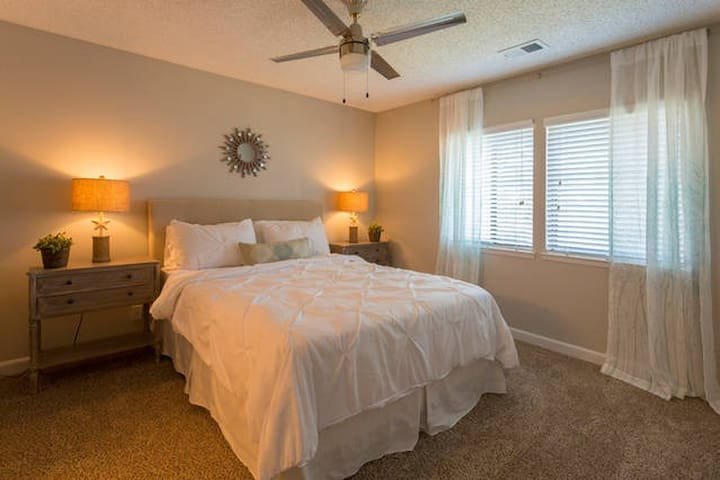 Nice & Cozy Room! With Lake View! - Palm Harbor - Apartemen