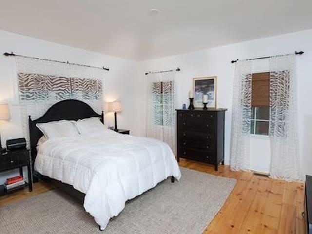 Ground floor master bedroom with queen bed and en suite bathroom