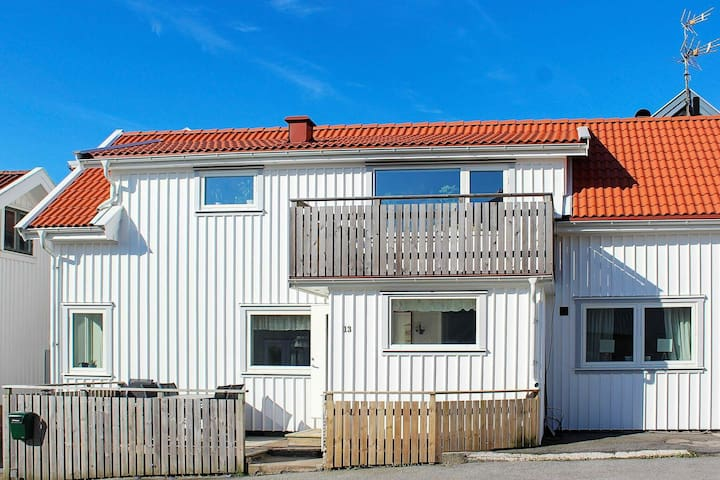 6 person holiday home in SKÄRHAMN