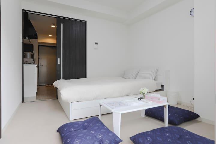 """1 Double bed""""Dotonbori 6min""""Shinsaibash 10min""""#404 - Chūō-ku, Ōsaka-shi"""