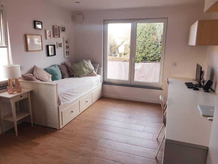 Geräumiges Zimmer mit eigenem Bad in Heilbronn