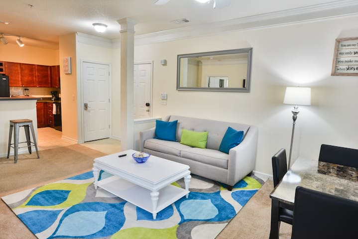 Near SunTrust Park | King Bed | Fast WiFi | 4k TVs