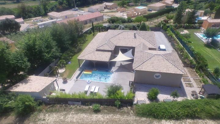 villa plein pied capitale de la Provence verte