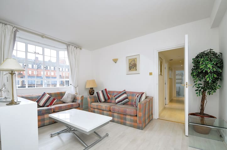 Spacious 2 bed 2 bath flat in the heart of Chelsea