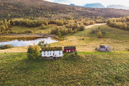 Beautiful remote farm house in Steigen
