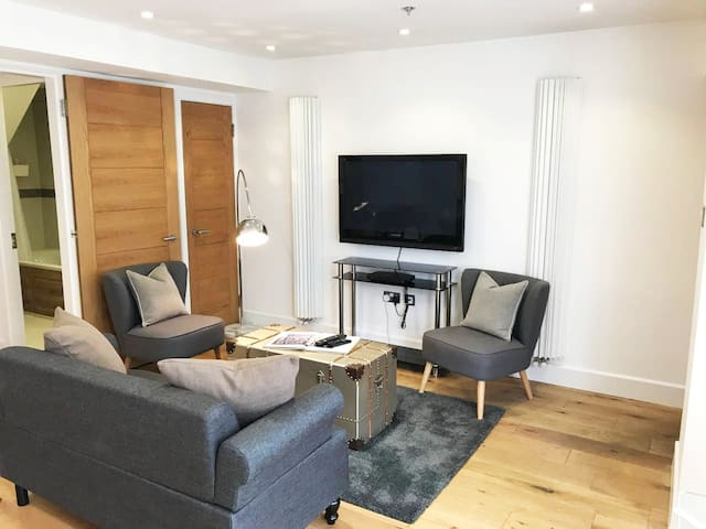 Charming Contemporary Styled, Victorian 1 Bed Flat
