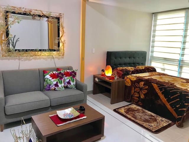 1 BR One Uptown Residences BGC with FREE PARKING