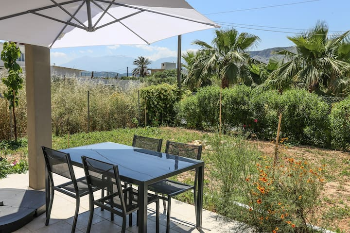 Detached house with garden, 5 min to the beach