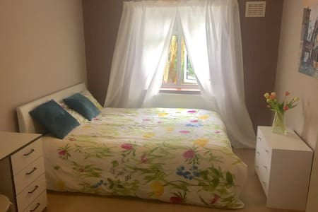 Cozy Room by the Train Station - London - Apartmen