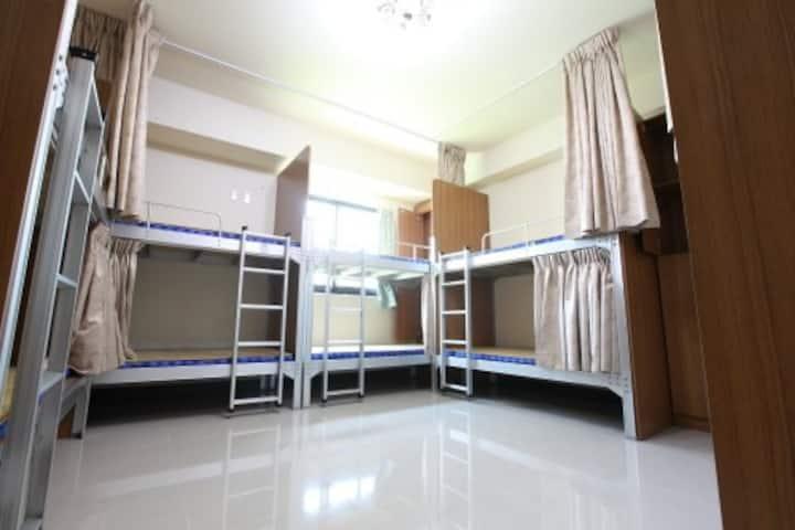 近集集火車站-十人房柏室D2(one bed for one person)-旅安背包客民宿驛站