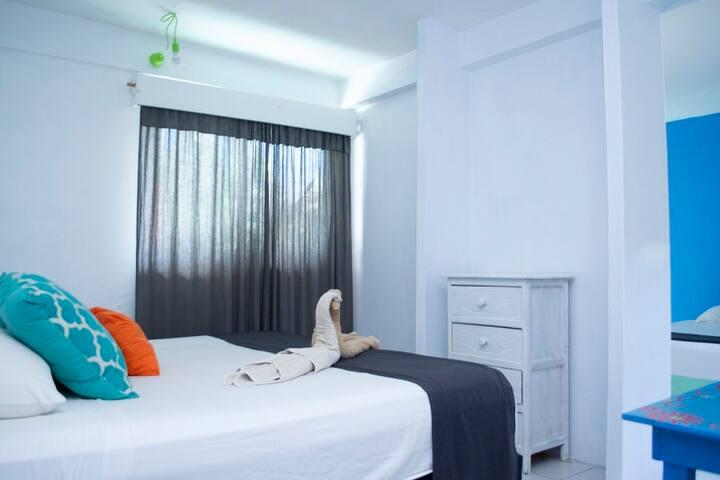 Economic private room & 2 bed areas