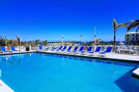Key Largo GetAway Oceanfront Pools Amazing Jacuzzi