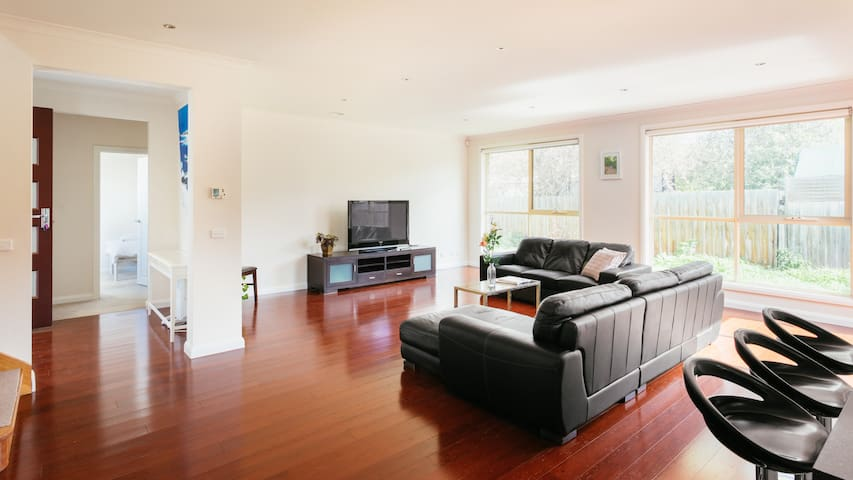 Spacious& Cosy home, convenient to everything - Ringwood