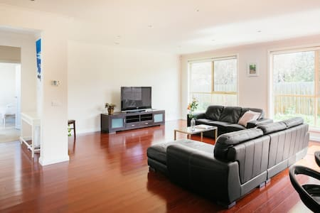Spacious& Cosy home, convenient to everything - Ringwood - 一軒家