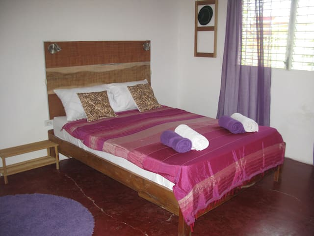 Noni House: Spacious Room with private Shower - Las Lajas