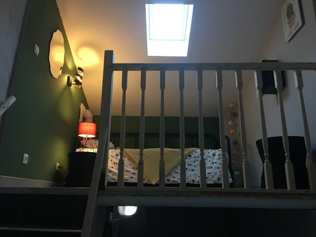 Chambre en mezzanine avec lit gigogne