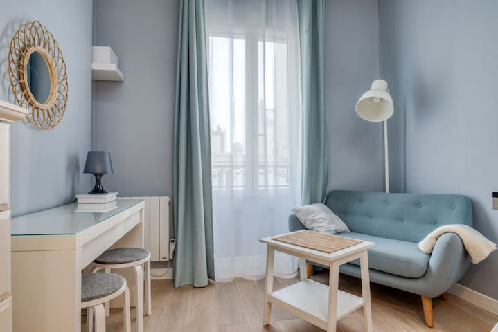 NICE MODERN STUDIO NEAR BUTTES-CHAUMONT IN PARIS WITH PARKING