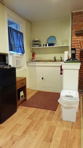 Kitchenette.stovetop ,small fridge