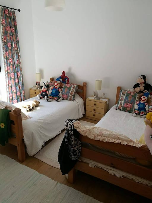 Quarto com 2 camas individuais