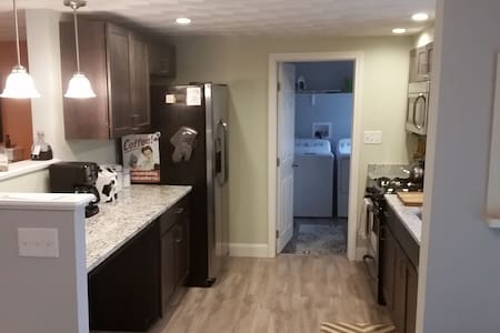 Newly renovated 3 bedroom owned by a male nurse. - Warwick - Casa