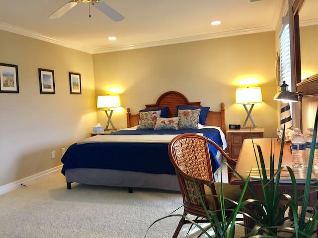 Queenslake Mansion Bed & Breakfast Luxury Suite