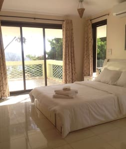 1 Room balcony with hill view - Panchgani