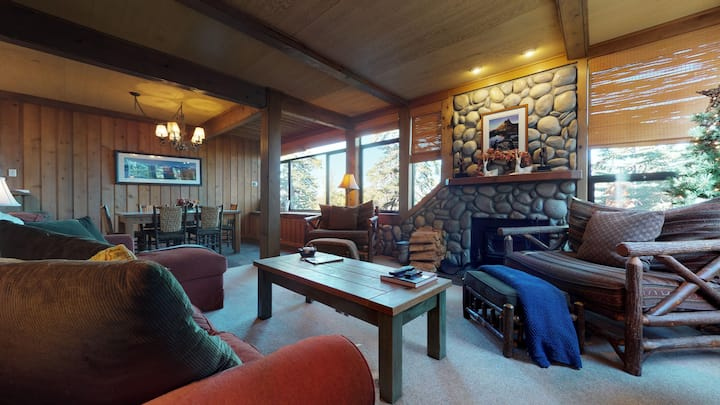 New listing! Cabin in the woods walking distance to Canyon Lodge Ski Area