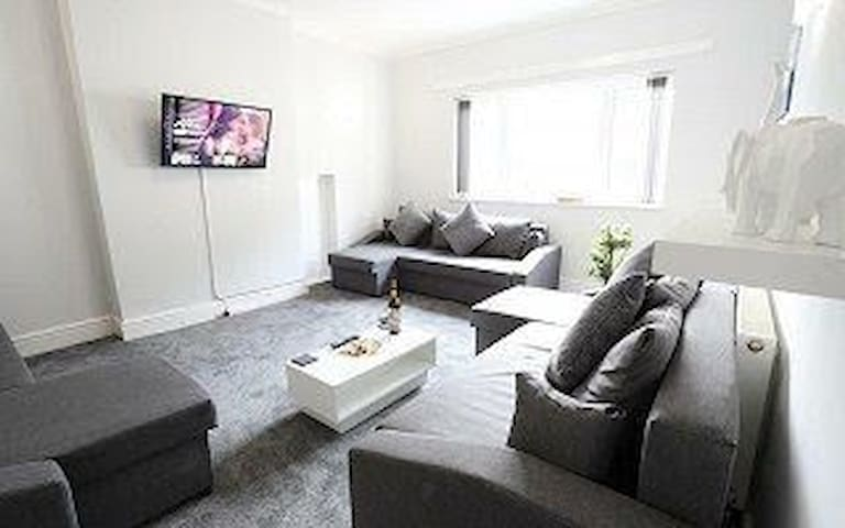 Contractor apartment near hagley rd