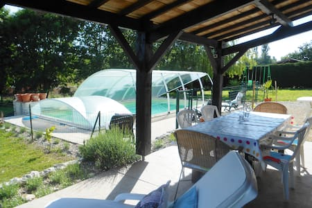 gite with a private seasonal pool - Castillonnès - 小平房