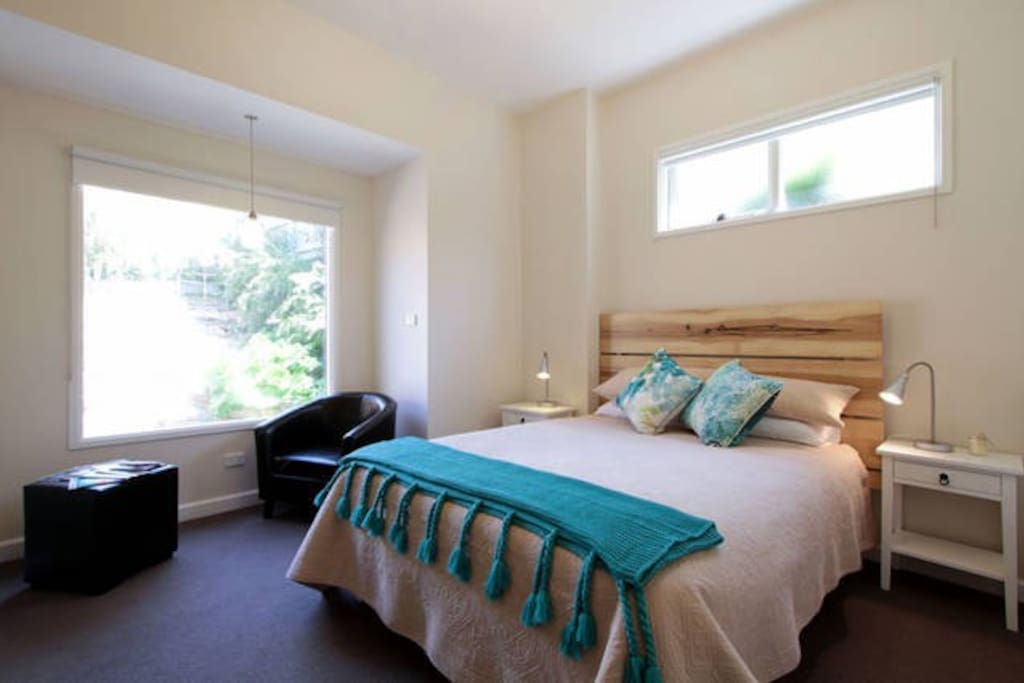 City convenience magnificent view houses for rent in for Best private dining rooms hobart