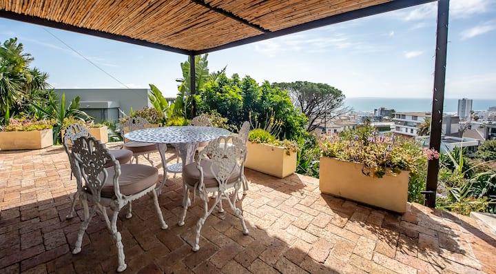 Spacious Studio Cottage Overlooking the Ocean