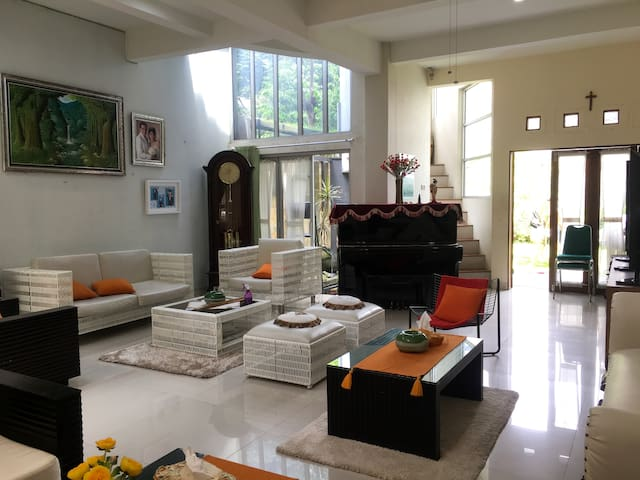Big and Comfy House Jogja - 3 bedrooms and garden