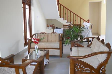 Beautiful Sri Lankan Home (Colombo) - Sri Jayawardenepura Kotte - Huis