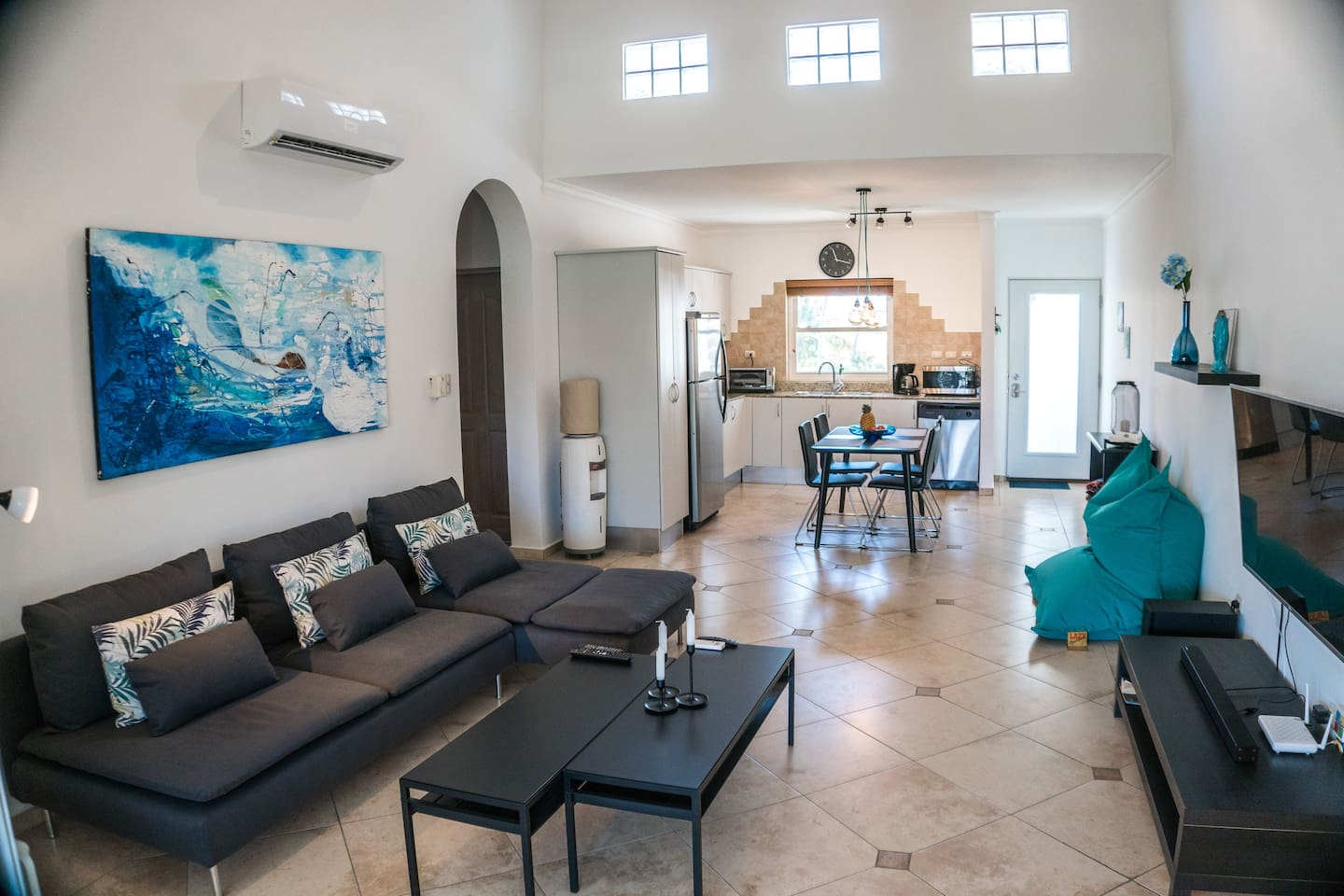 Newly renovated and furnished kiter dream penthouse