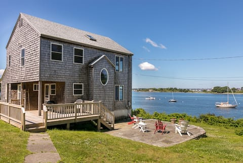 Water's Edge: Ocean front Maine island retreat!